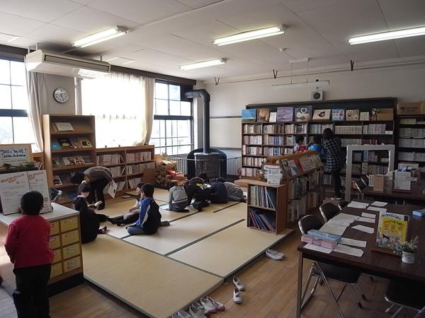 神足小学校図書室